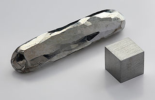 Cadmium crystal and metal. From Wikimedia Commons, Cc: creator Alchemist-hp 2010.